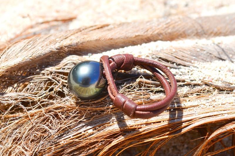 Bague avec une perle noire de Tahiti - 11.5mm