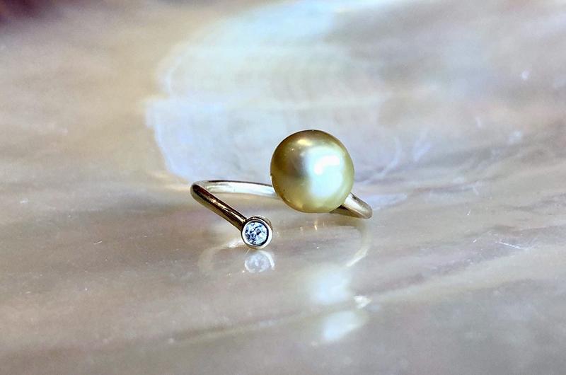 Bague précieuse ajustable en or, diamant et perle dorée d'Australie