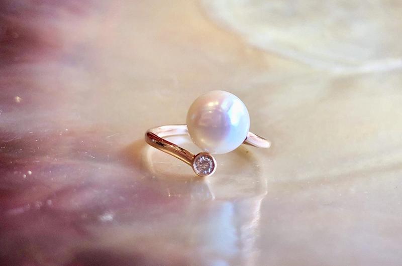Bague précieuse ajustable en or, diamant et perle blanche d'Australie