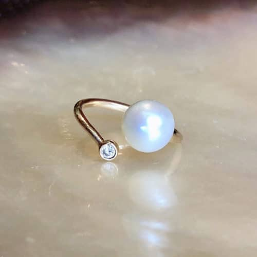 bague précieuse ajustable en or, diamant et perle