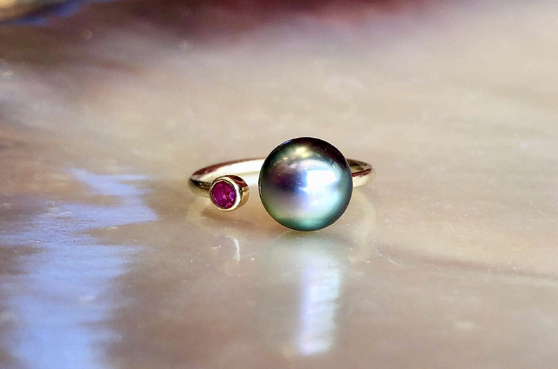 Bague précieuse ajustable en or, saphir et perle de Tahiti