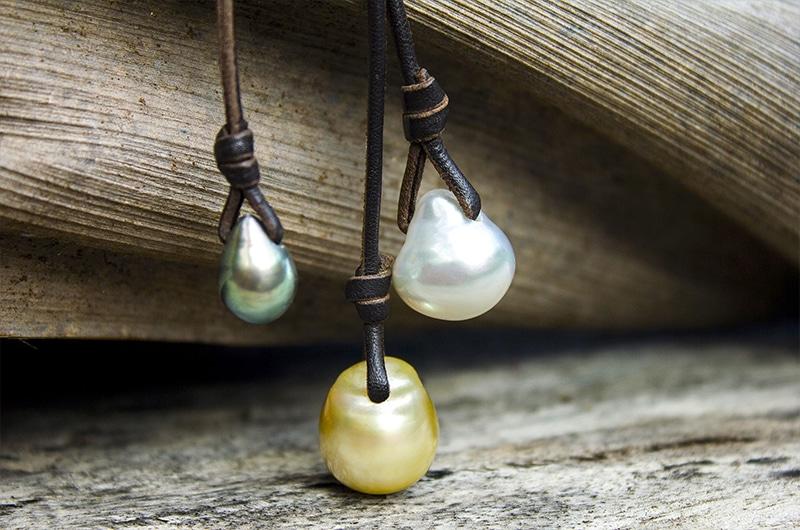 Collier grappe avec 3 perles d'Australie et 1 perle de Tahiti