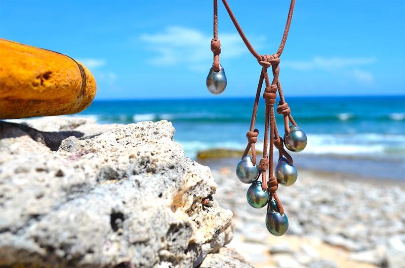 Collier grappe avec 5 perles de Tahiti