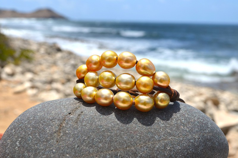 Bracelet 3 rows 20 golden Australian Pearls