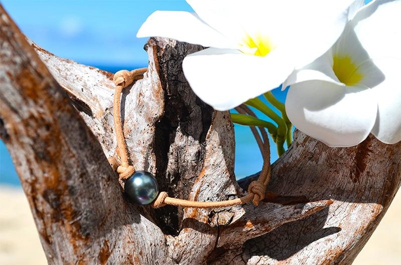 Bracelet ajustable cuir une perle de Tahiti (10,5mm)