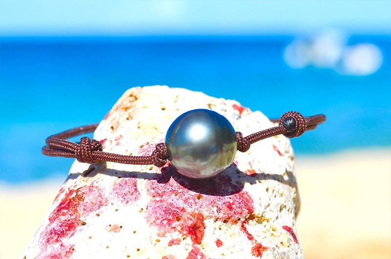 Bracelet ajustable une perle cerclée de Tahiti (12mm)