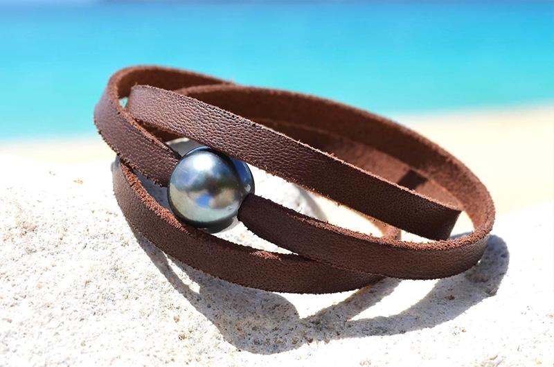 Bracelet cuir plat 2 perles de Tahiti