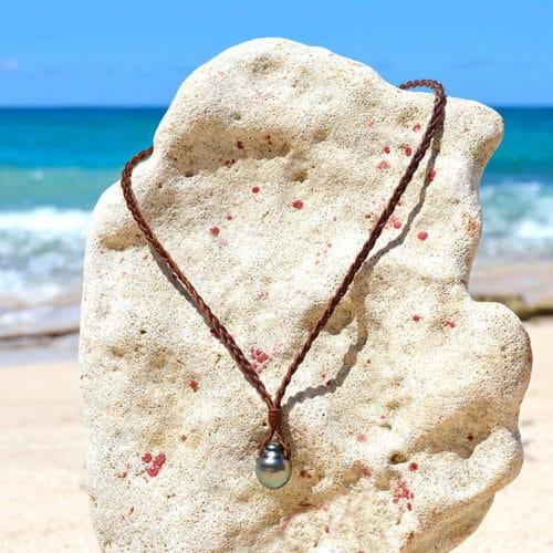 Collier pendentif tressé et perles de Tahiti