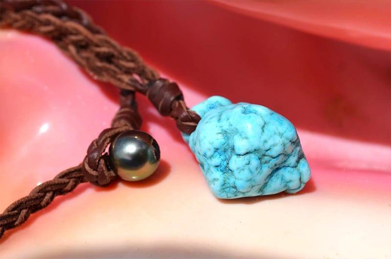 Collier tressé turquoise et perles de Tahiti