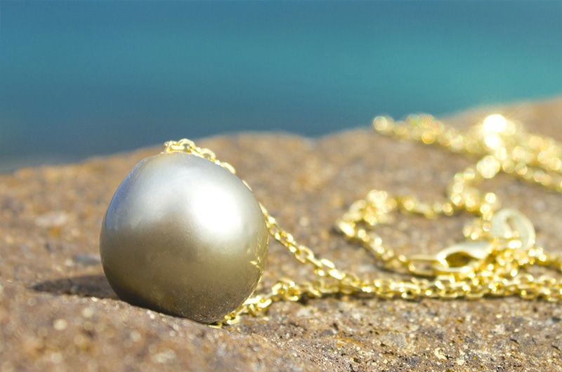Gold Necklace and Tahitian Pearl