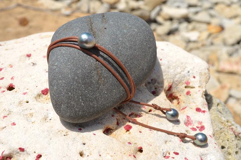 Long Necklace 3 semi baroque Tahitian Pearls (13mm)