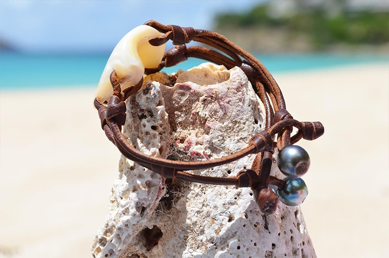 Mother of pearl bracelet and Tahitian pearls