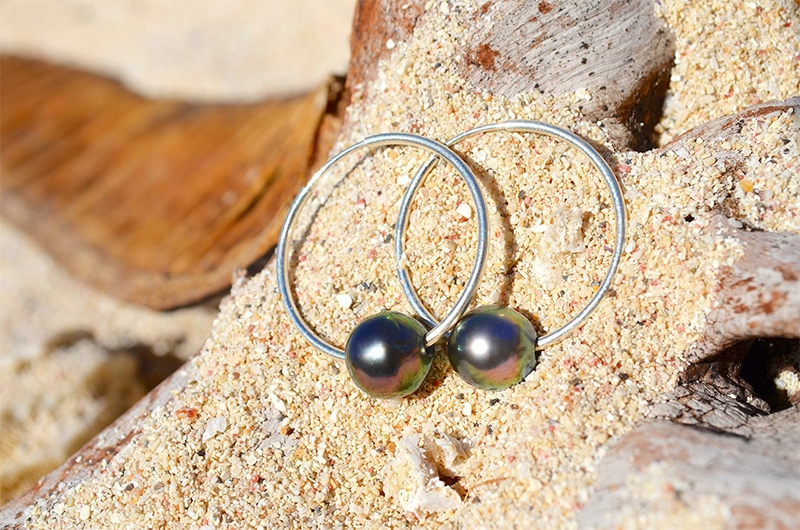 Round Tahitian pearl creoles