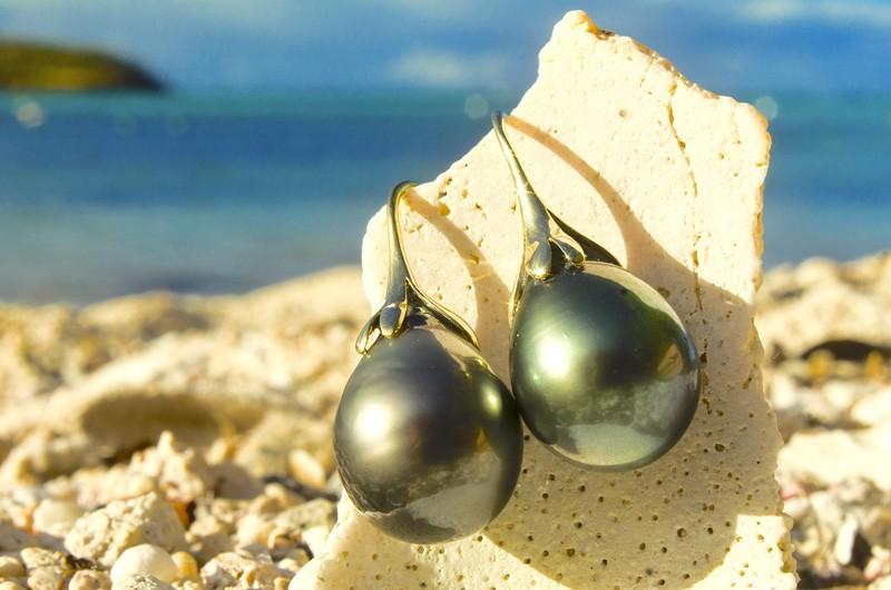 Tahitian pearl earrings - 11.5mm