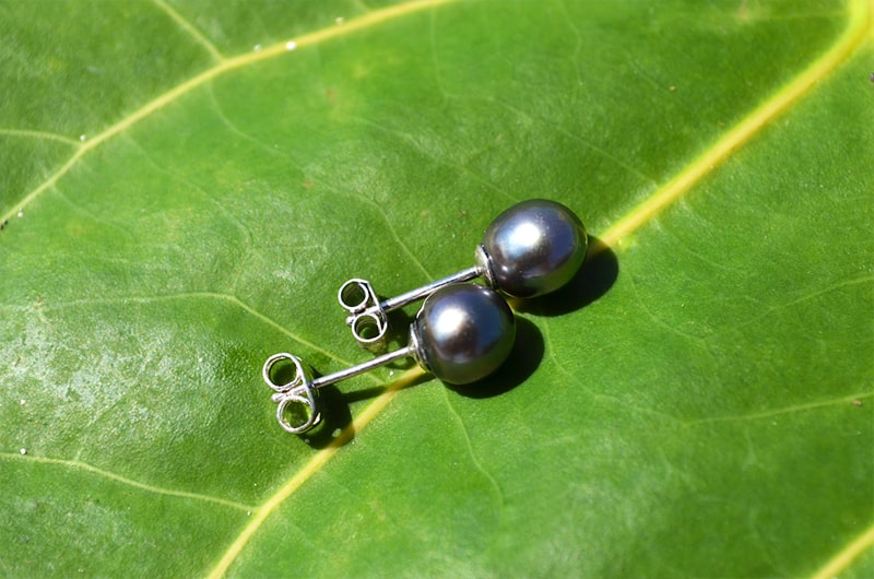 Silver post-earrings Tahitian pearls