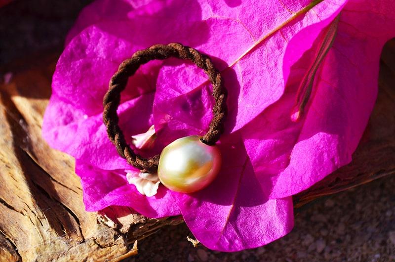 Bague tressée 1 perle d'Australie dorée - 12mm