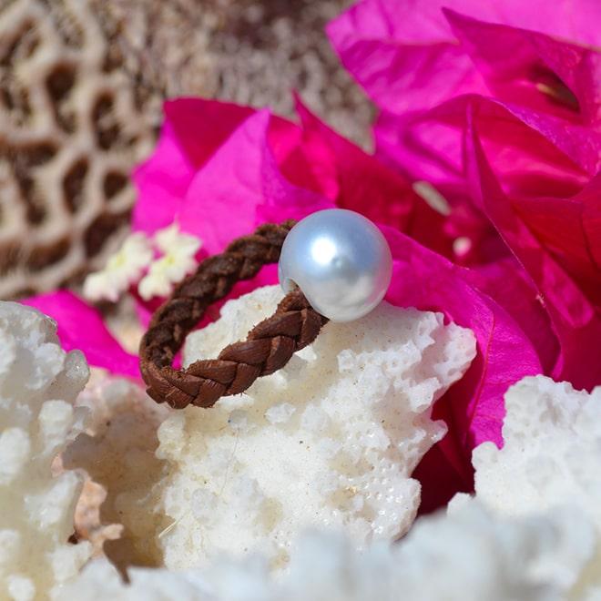 Bague tressée une perle d'Australie blanche