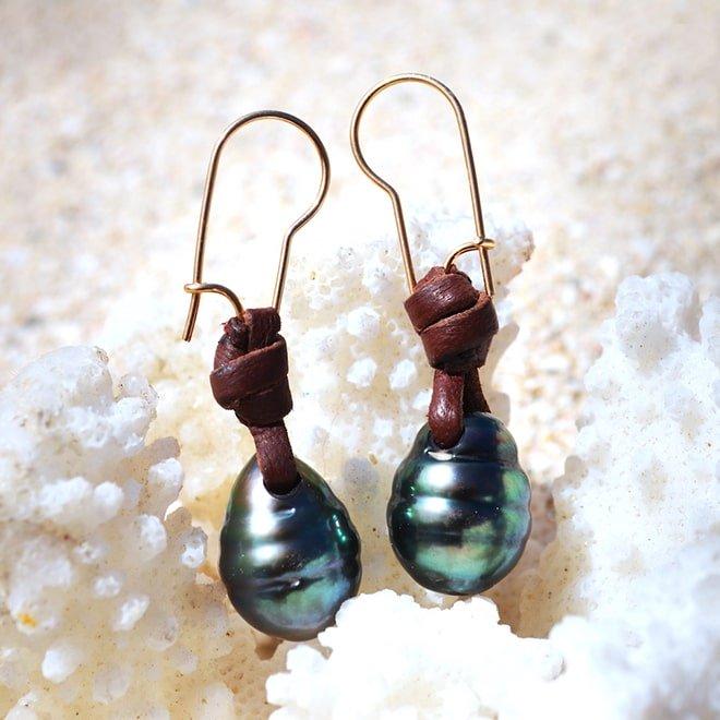 Boucles d'oreilles 2 perles gouttes de Tahiti et cuir
