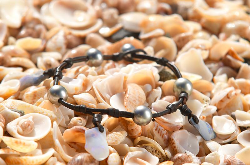 Bracelet de cheville avec opales et perles de Tahiti