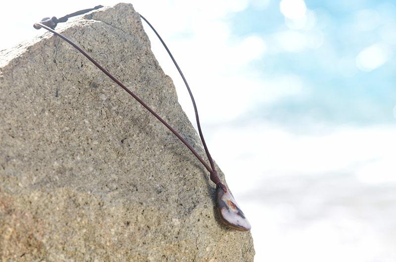 Collier pendentif avec opale et perle d'Australie
