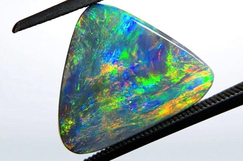 Opale : vertus et bienfaits de ces pierre naturelle
