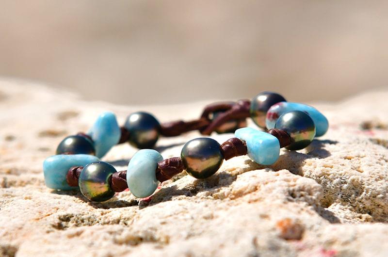 Bracelet 7 perles de Tahiti et Larimar