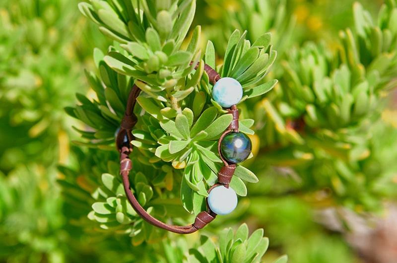 Bracelet 1 perle de Tahiti, Larimar et noeuds en cuir